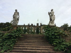 The steps which the Gardiners and Lizzy took to begin their tour of the grounds